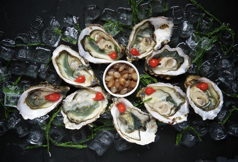 Muscheln und Fisch Gerichte